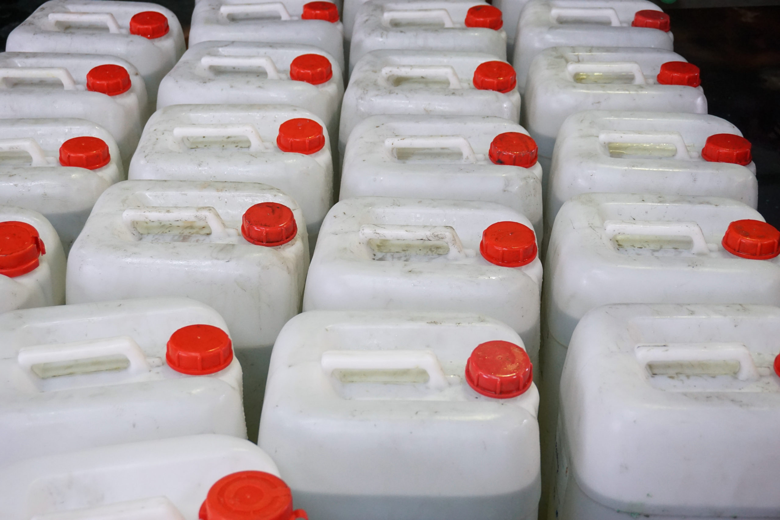 Group,Of,Chemical,Plastic,Container,In,The,Factory